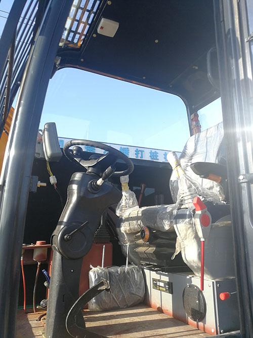 LD-360°轮式旋挖钻机新品下线在车间门口展示侧面图片